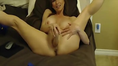 Italian flexible mom Megan Renee with..