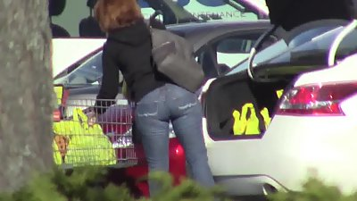 candid - MILF with juicy ass in tight..