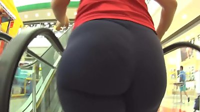 Amazing big butt in leggings 2