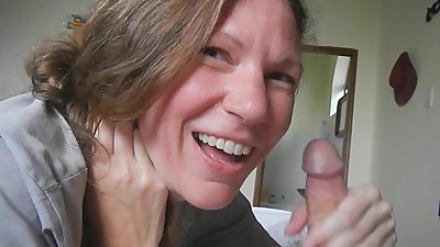 Shel, 43- eating cum