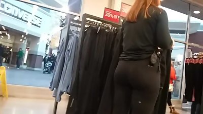 SEXY PAWG IN LEGGINGS