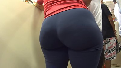 Amazing big butt in leggings