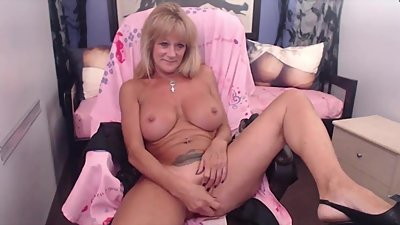 Playful granny GiGi with banging body..