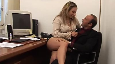 Pornstar Veronica Belli take in hairy..