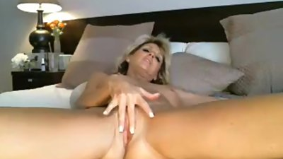 Milf Playing with her toy full clip..