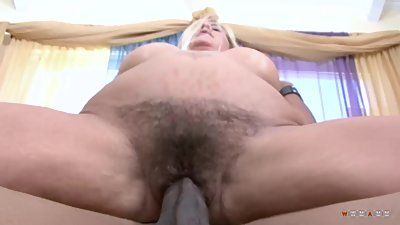 Busty blonde mom with hairy pussy let..