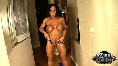 Huge muscular big clit Milf dildos her..