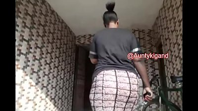 Huge Ass in skirt Nigro.mp4