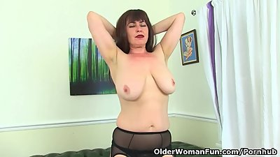 English milf Janey starts playing with..