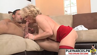 Sensuous Mommy Deanna Bentley Bangs..