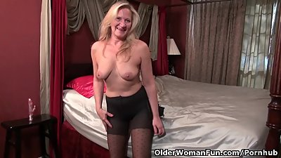 American milf Mary Wana pleasures her..