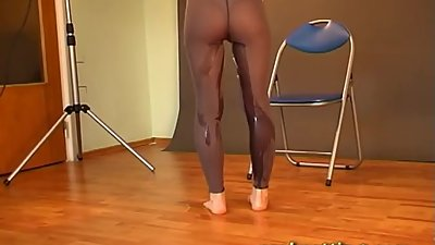 Audrey pees in pantyhose