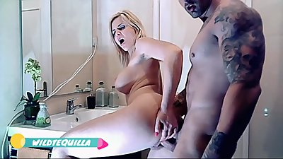 Wildtequilla hot sex in the bathroom