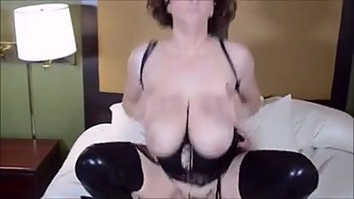 Wonderful MILF Kitty Lee is back