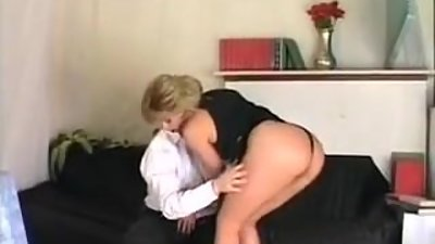 Sexy Italian Mom Gets Deep Dick