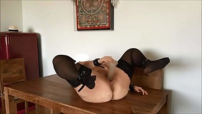 Chubby german milf shows pee fuck