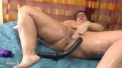 Amateur french BBW toying oiling..