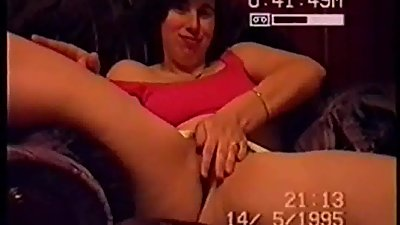 SILF holly rubbing her over used cunt..