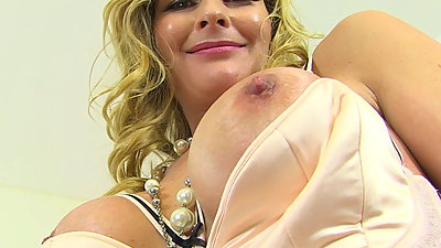 English milf Elegant Eve exposes her..