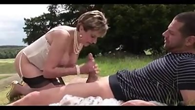 Lady Sonja fucks a dude in the great..
