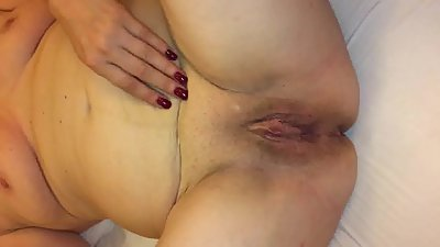 German Milf big shaved Pussy play