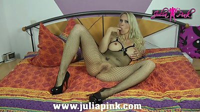 JULIA PINK - SOLO MILF ACTION