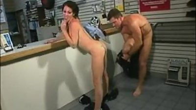 Deepthroat and Anal for Super Hot Milf