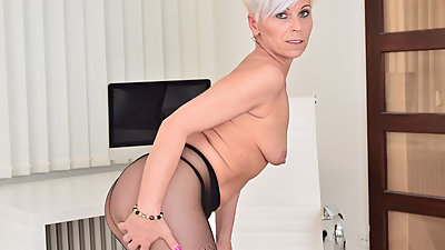 Euro milf Kathy White gives her..