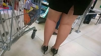 Chubby MILF sexy legs and heels..