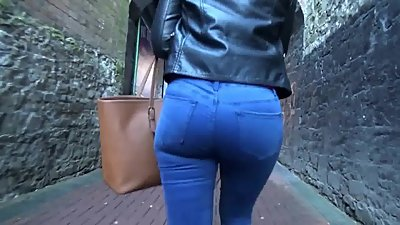 Candid blonde milf ass in tight jeans