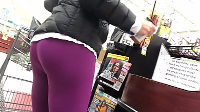 Candid milf in leggings