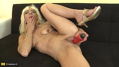 Mature mom Evanka with lovely body and..