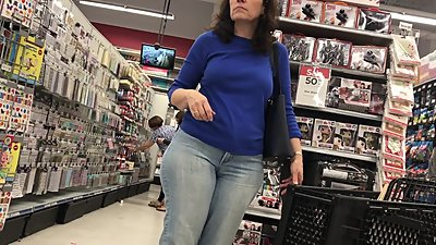 BIG JUICY ASS WHITE GILF SPY IN PANTS
