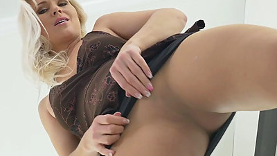Euro milf Kathy loves the feeling of..