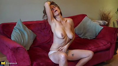 Mature British mom Josie with hairy..