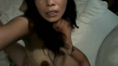 Thai MILF with saggy titts films her..