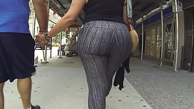 Big booty shaking on camera
